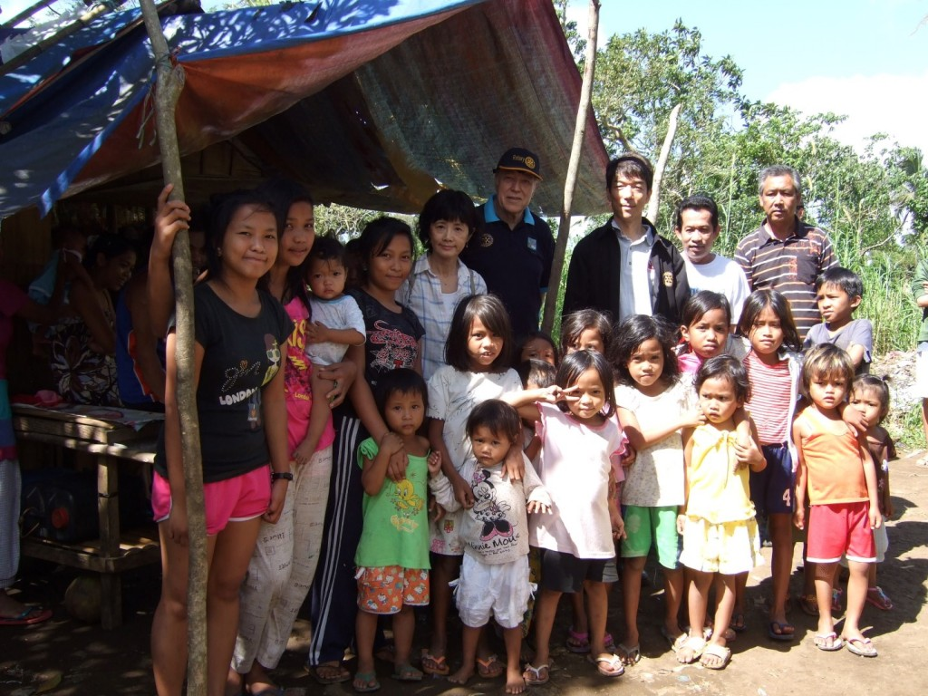 2014 12-27 Brgy Mangas Group photo (Large)